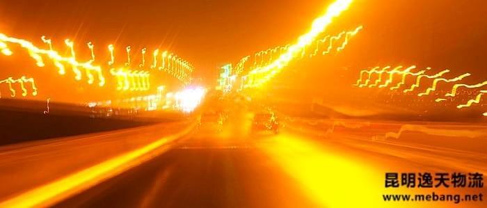 夜间行车巧用灯光,记住几点注意事项更安全